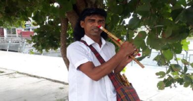 নাক দিয়ে বাঁশি বাজিয়ে জীবিকা নির্বাহ করেন লাহা উদ্দিন